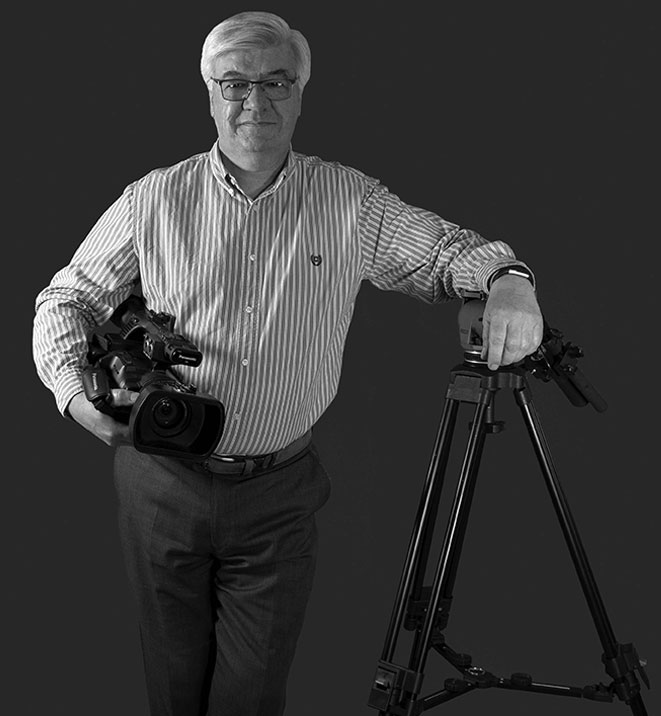 Propriétaire tenant une caméra